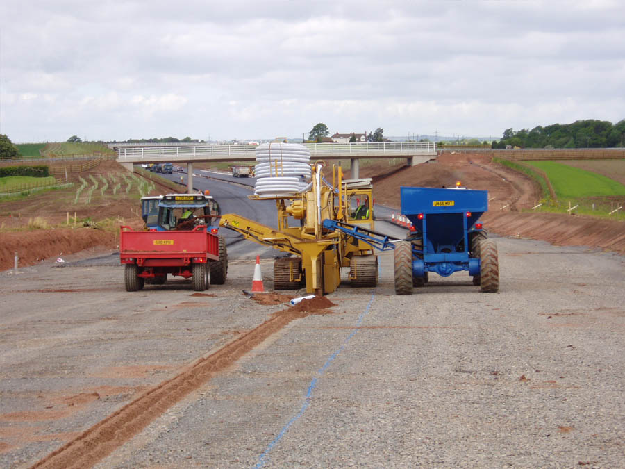 Installing fin drainage on a new build dual carriageway